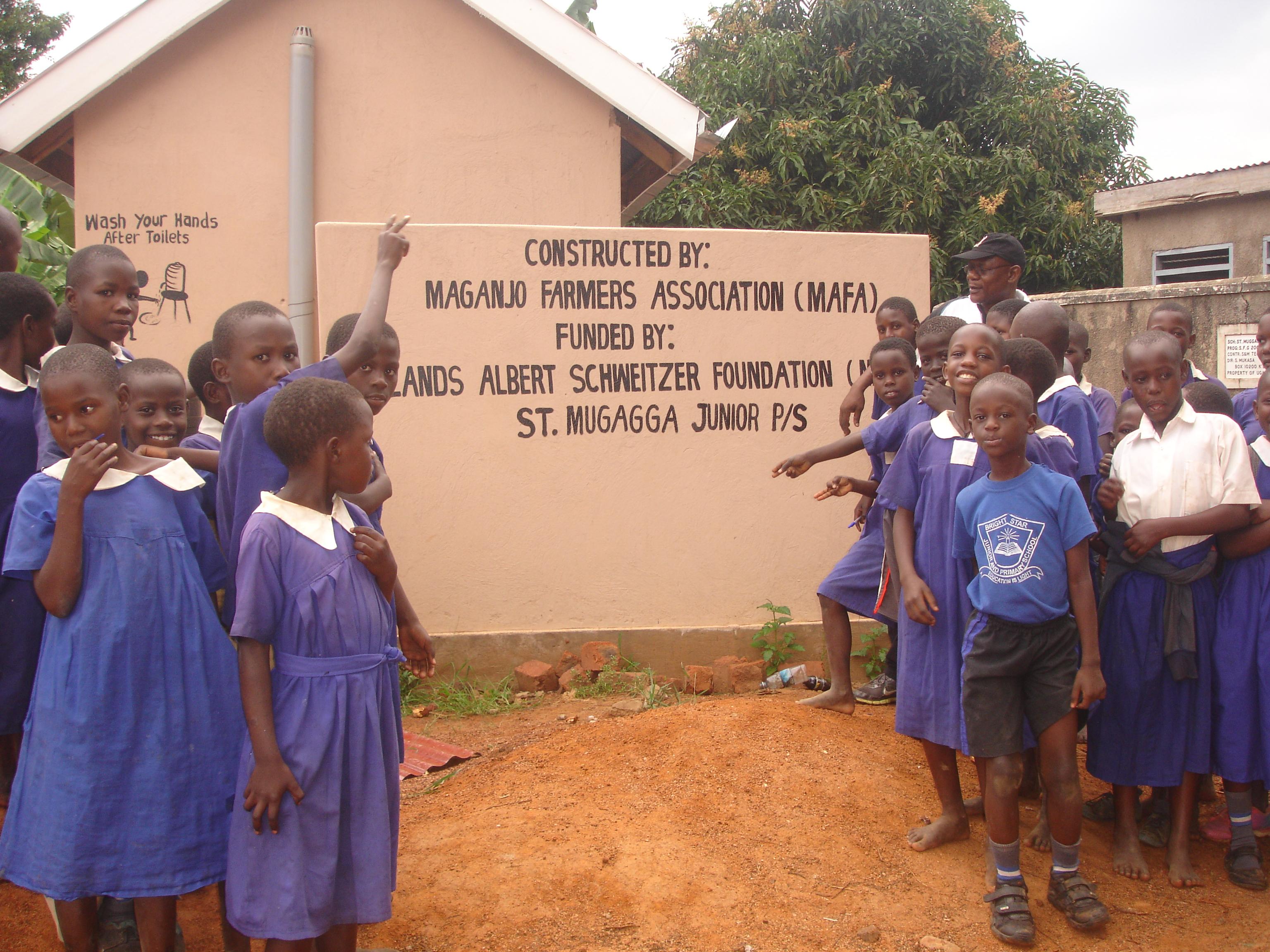 Deze latrine realiseerde MAFA in 2016 voor een lagere school in het Luwero district. Ook met NASF financiering.